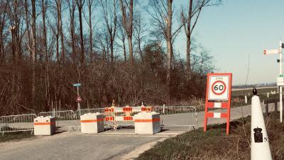 Grensovergangen met Nederland gesloten voor niet-essentieel verkeer -