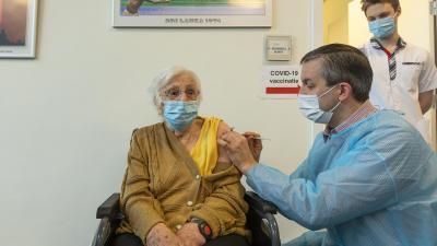Eerste vaccinaties tegen corona in Zelzate -