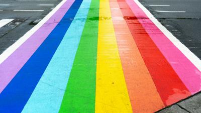 Er komen zes regenboogzebrapaden in Zelzate -